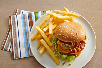 Cheeseburger mit Back Frites